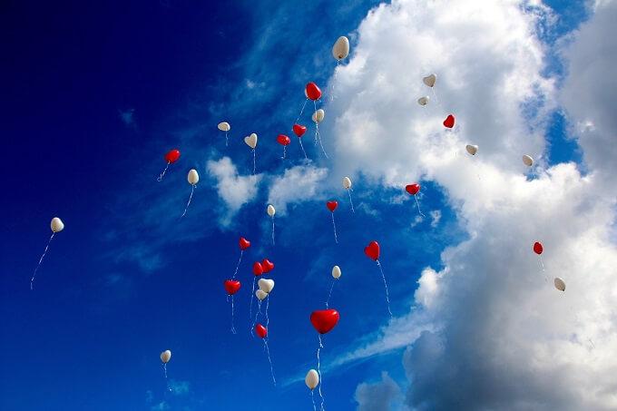 次の出会いは良い恋愛になるとイメージして見上げる空